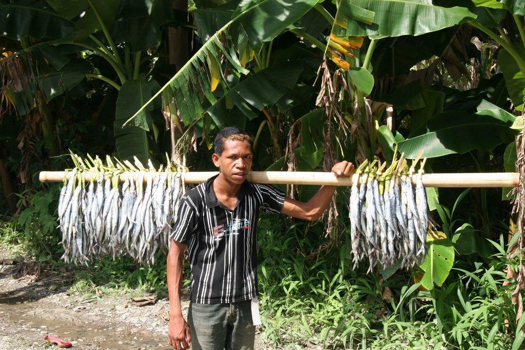 Fish vendor Dili.jpg
