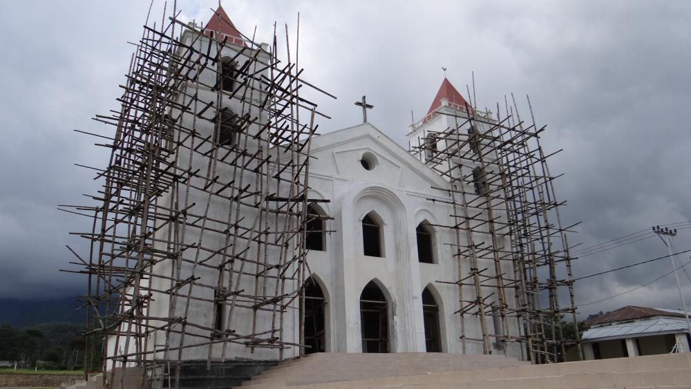 Church at Ainaro – photographed 27 April 2014.jpg